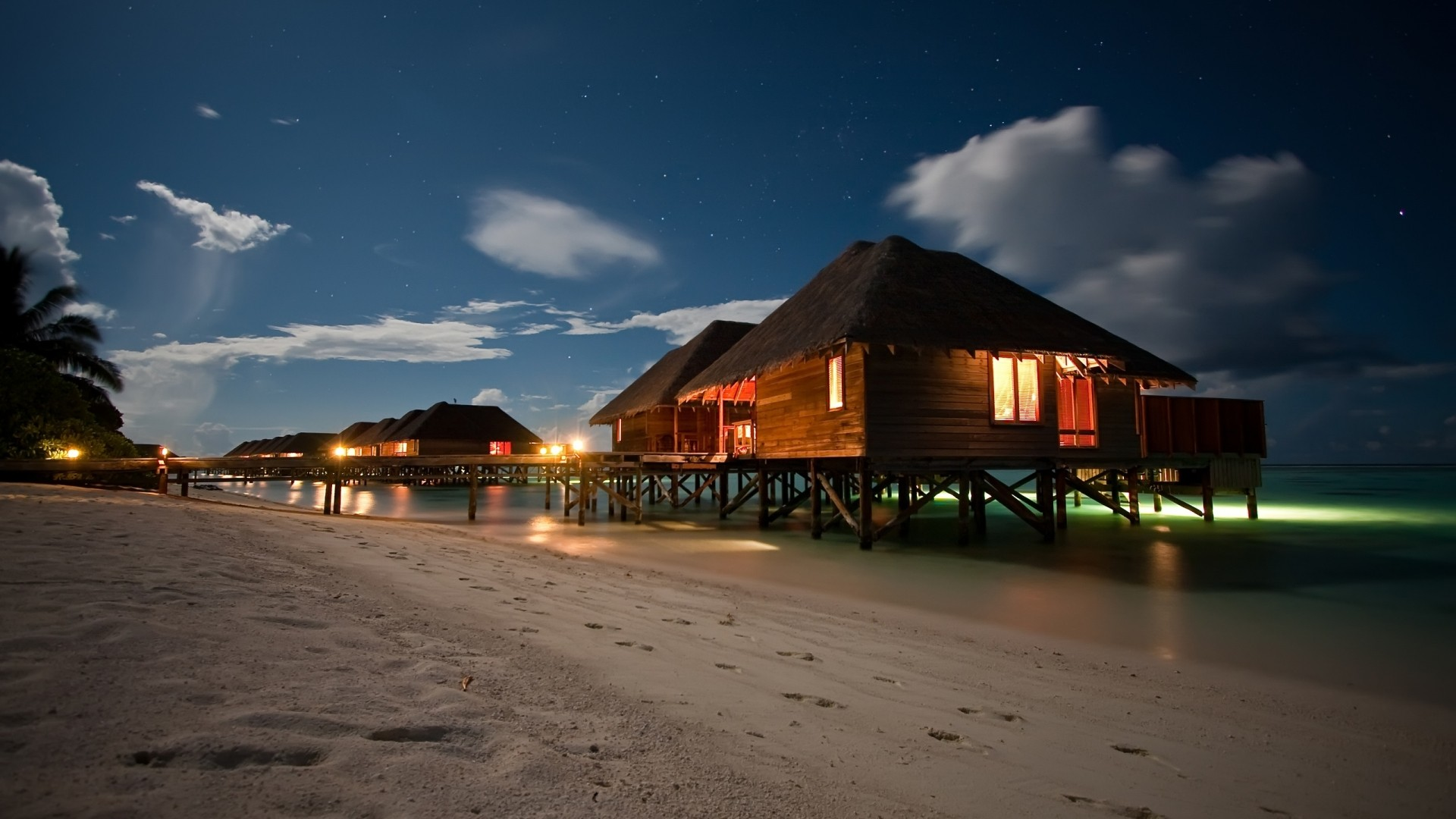 ws_Beach_Houses_at_Night_1920x1080